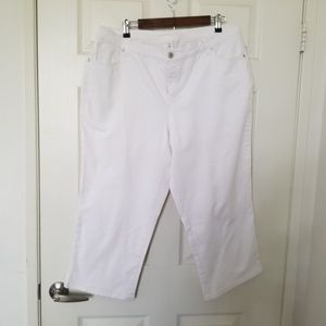 Style & Co. Denim Tummy Control White Capri 18W